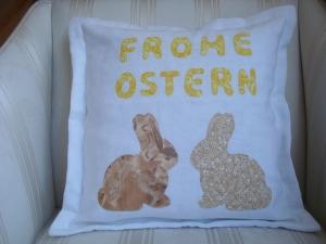 Kissenbezug  - Dekokissen zur Osterzeit - mit applizierten Hasen und Frohe Ostern - ☆ von Patchwerk ☆ - Handarbeit kaufen