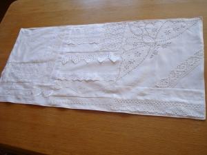 Tischläufer in weiß mit Stickereien und Borten - Vintage -  ☆von Patchwerk ☆