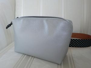 Gürteltasche - aus Kunstleder silber - genäht von Patchwerk - Handarbeit kaufen