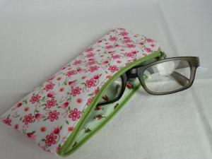 Brillenetui/Brillentäschchen - für Lesebrille - Sonnenbrille - Ersatzbrille - Zweitbrille - mit Reißverschluss - genäht von Patchwerk - Handarbeit kaufen