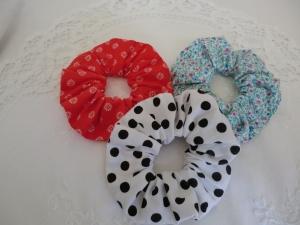 Scrunchies - Haargummis - Set mit 3 Stück - aus Baumwollstoffen - von Patchwerk - Handarbeit kaufen