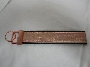 Schlüsselband aus Gurtband mit rosa Kunstleder mit rose Metallteil - von Patchwerk - Handarbeit kaufen
