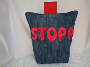 Türstopper aus Jeans - recycelt - mit appliziertem STOPP  - von Patchwerk - Handarbeit kaufen
