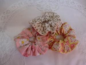Set aus 3 Scrunchies - aus Baumwollstoff - von Patchwerk - Handarbeit kaufen