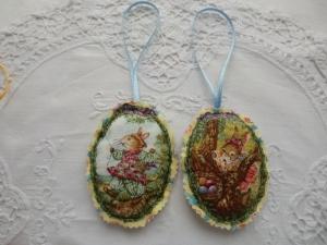 Osterdeko -  Stoffeier leicht wattiert mit Vintage Häschen Motiven - genäht von Patchwerk  - Handarbeit kaufen