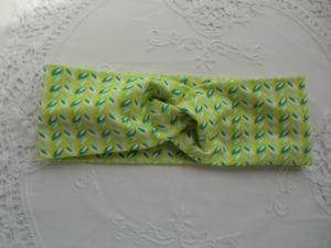 Stirnband mit Knoten aus hellgrünem /gelbem/weißem  Baumwolljersey - genäht von patchwerk