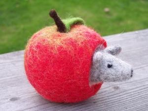 Apfelmäuschen - handgefilzt für den Jahreszeitentisch - Filzapfel für die Herbstdeko