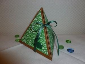 Ostern - kleine Pyramiden-Verpackung österlich dekoriert - für ein kleines persönliches Geschenk - Handarbeit kaufen