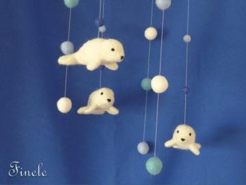 Babymobile mit nadelgefilzten Robben, Filz, Wolle, Natur