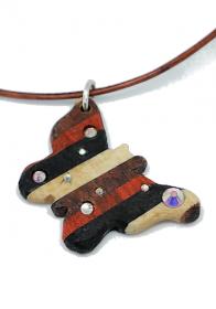 Handgefertigter Holzanhänger -Schmetterling- mit eingesetzten Strasssteinen aus vier Edelhölzern an Lederband mit einem 925 Sterling Silber Karabinerverschluss