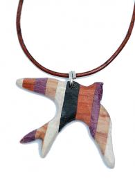 Handgefertigter Holzanhänger - Holzkette - Schwalbe aus fünf naturbelassenen Edelhölzern, an einem Lederband mit Verschluss aus 925 Sterling Silber