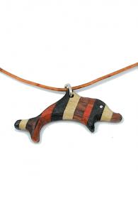 Handgefertigter Holzanhänger - Delfin - aus vier naturbelassenen Hölzern, an einem Lederband, mit Binderingen und einem Karabinerverschluss aus 925 Sterling Silber