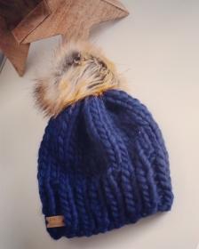 Drosselmeier - weiche, warme Mütze mit Fake Fur Pompom für Erwachsene  - Handarbeit kaufen