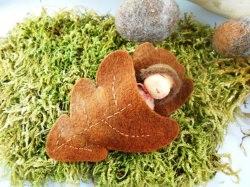 Eichelbaby ☆ Handgenähtes Blumenkind Dekofigur Jahreszeitentisch Herbst