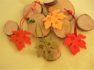 4 Herbstliche Blätter aus Filz zum hängen