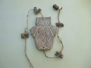 Girlande mit großer Holzeule am Juteband, Ästen, Glasperlen und Glocke, ca. 87 cm