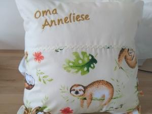 Namenskissen,   Faultiere,    individueller Kissen Bezug personalisiert    - Handarbeit kaufen