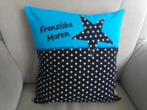 Namenskissen,   Sterne  schwarz,   individueller Kissen Bezug personalisiert