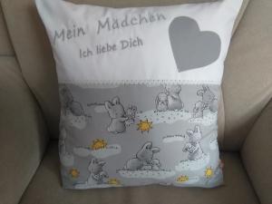 Namenskissen,   Liebste Hasi's,   individueller Kissen Bezug personalisiert        - Handarbeit kaufen
