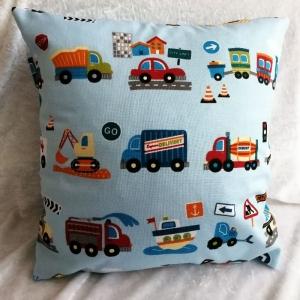 Deko Kissen für's Kinderzimmer, Kuschelkissen, Schmusekissen, viele tolle Autos, hellblau  - Handarbeit kaufen