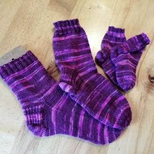 Socken gestrickt für Mama und Baby, Größe 36/37 und Neugeborene, Handgestrickt   - Handarbeit kaufen