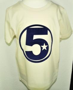 Geburtstagsshirt 5☆Shirt fünfter Geburtstag☆Größe und Farbe individualisierbar☆1 bis 5 Jahre☆Bio☆Shirt mit Zahl☆Name möglich - Handarbeit kaufen