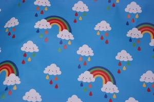 17,00 Euro/m Regenjackenstoff Wolken, Tropfen und Regenbogen, hellblau