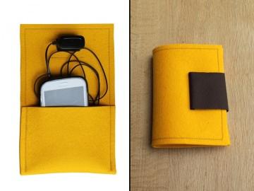 Kabeltasche / Ladestation für Smartphone aus Wollfilz in Gelb