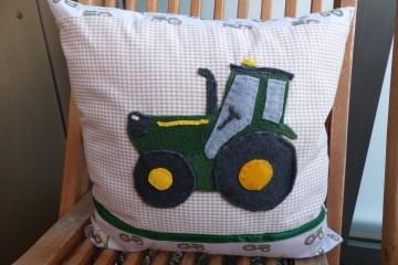Handgemachtes  ♡ Kinderkissen  ♡ Trecker mit Reissverschluß