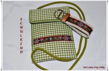 Set aus Brustbeutel & Schlüsselanhänger / Blumen auf Karo / grün-weiß (Kopie id: 47602)