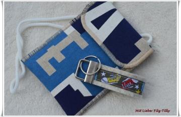 Set aus Brustbeutel & Schlüsselanhänger / A - B - C / Sneaker