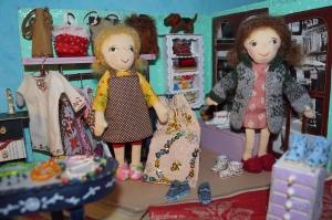 Kleine Stoffpuppe MARIE(Blond) in Pariser Boutique, 18 cm, handgemachtes Einzelstück, Deco Puppe