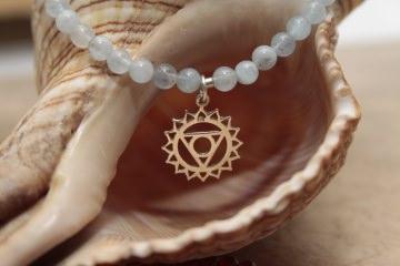 Erreiche Dein Ziel! - mit einem wunderschönen Aquamarin-Armband mit einem Hals-Chakra