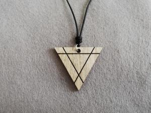 Holz-Halskette geometrisch - Dreieck mit graviertem Dreieck, Holzschmuck