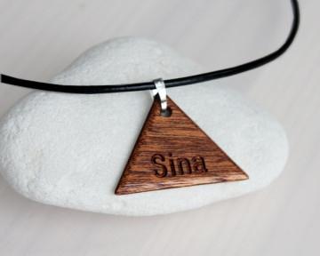 Holzkette Dreieck mit Gravur