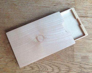 Visitenkartenetui Holz Mooreiche - Ahorn (2. Wahl) mit Gravur