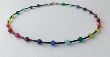 Kette mit Polaris Perlen in Regenbogenfarben
