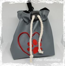 ♥♥ Hunde Leckerlibeutel aus Leder bestickt ♥♥