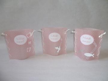 handgemachtes Windlicht Tischlicht zur Taufe oder Geburt Tischdeko mit Namen und Datum in rosé mit weißen Punkten
