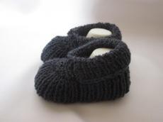 ♥ - ♡ - Babyschuhe dunkelgrau mit Wolle ca. 10,5 cm Fuss