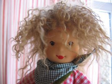 Puppe Herzl nach Waldorfart mit Schafwolle gefüllt