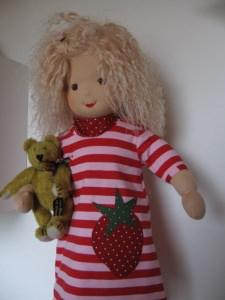 Puppe Lockenkopf nach Waldorfart mit Schafwolle gefüllt