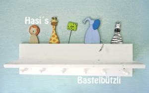 Kinder-Garderobe weiß ♡ SAFARI ♡ mit Ablage, aus Holz,  Hakenleiste - Handarbeit kaufen