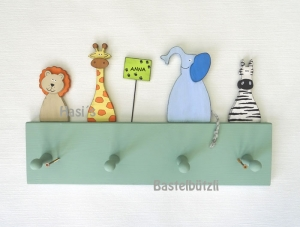 Kinder-Garderobe grün ♡ SAFARI ♡ aus Holz, Hakenleiste - Handarbeit kaufen