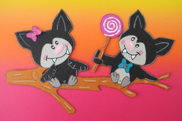 Handgefertigtes Fensterbild aus Tonkarton: Halloween - Fledermäuse mit Lolli