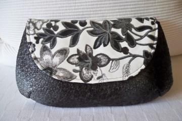 Clutch  oder Kosmetiktasche aus schwarzem und weißem Kunstleder