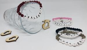 Armband Pfälzerin aus Polaris Perlen mit einem Weintraubenanhänger in verschiedenen Farben