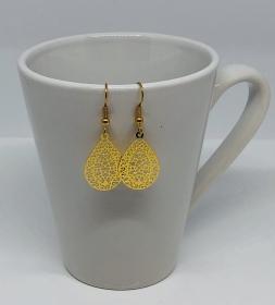 Filigrane Ohrringe im Boho Stil goldfarben Tropfen Form