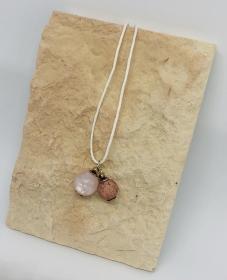 Halskette mit 2 verschieden farbenen Polaris Perlen auf einem gewachsten Baumwollband  - Handarbeit kaufen