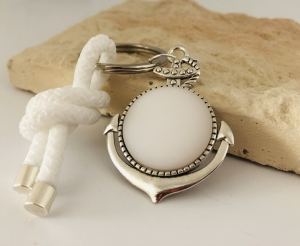 Schlüsselanhänger mit einem großen Anker, weißem Polaris Cabochon und einem weißen Segelseil, Maritim  - Handarbeit kaufen